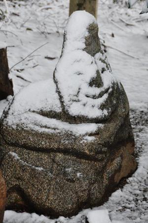 上田 由美子様 「雪の日の猿石」