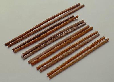 平城宮出土の木製箸_カラー.jpg