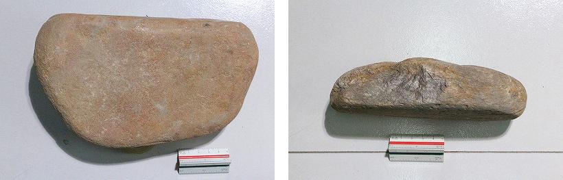 霊井のすり臼(左:下石、右:上石).jpg