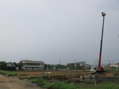 高所作業車を使った調査区全景写真の撮影風景.jpg