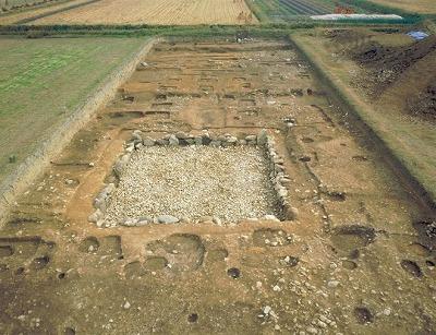 写真1 石神遺跡の方形石組池.jpg
